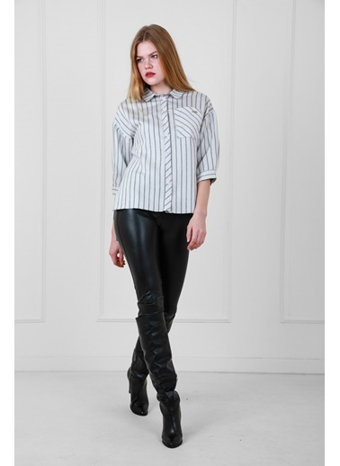 JEANNE D'ARC Çizgili Viskon Kumaş Önü Kısa Arkası Uzun Önden Düğmeli Bluz Beyaz